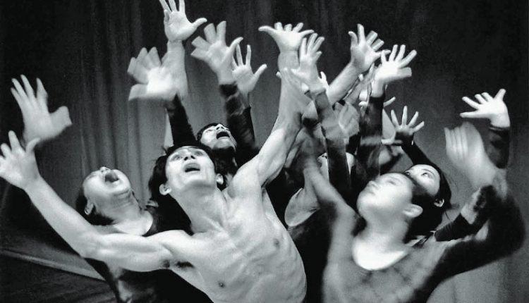 莊靈1976年拍下當時舞蹈界新星林懷民演出的照片。(莊靈提供)