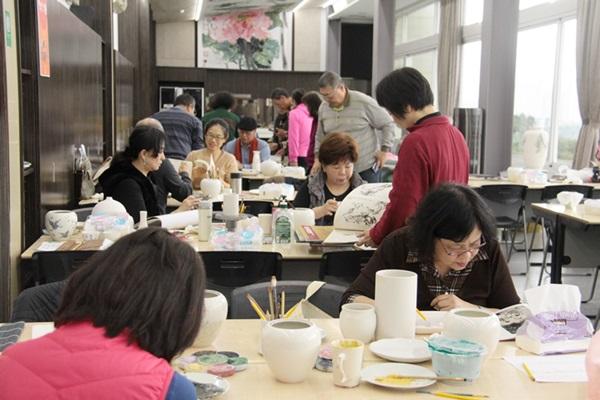 台華窯的藝術研習中心吸引許多藝術家來此創作。(陳俊雄攝)