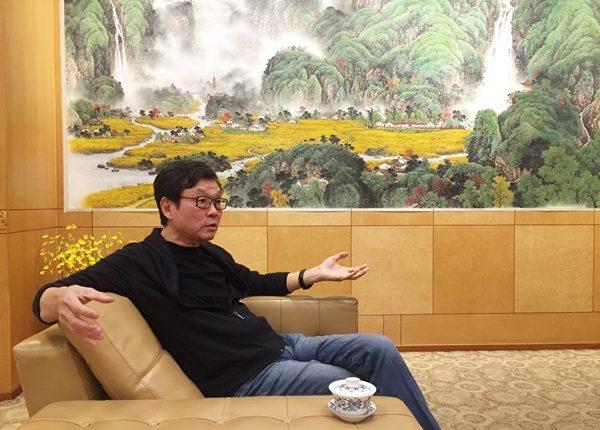 呂兆炘不僅讓台華窯在台灣陶瓷產業執牛耳,也讓來台交流的德國國立陶瓷博物館館長席威廉驚豔。(陳俊雄攝)