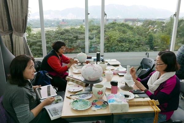 台華窯的藝術研習中心視野開闊。(陳俊雄攝)