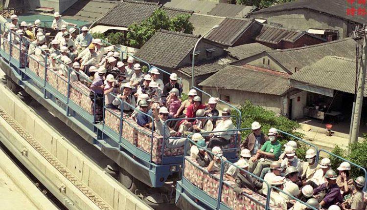 1992年5月29日 台北捷運局為國內媒體舉辦木柵線試車(中時攝影中心攝)