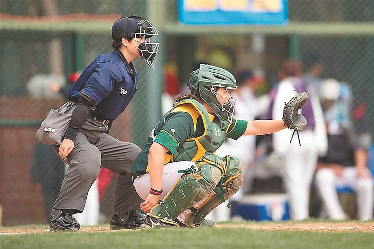 劉柏君從小就喜歡玩棒球,後來擔任志工,在一場地區比賽被裁判氣到,覺得自己來執法一定會更好。(譚宇哲翻攝)