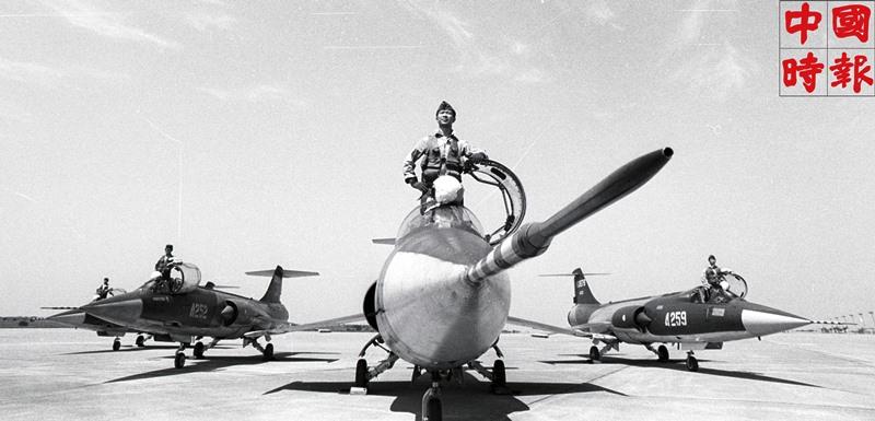 1978年,空軍部隊在松山空軍基地加緊操練,準備參加定名為「漢威演習」的雙十國慶閱兵。(本報資料照片)