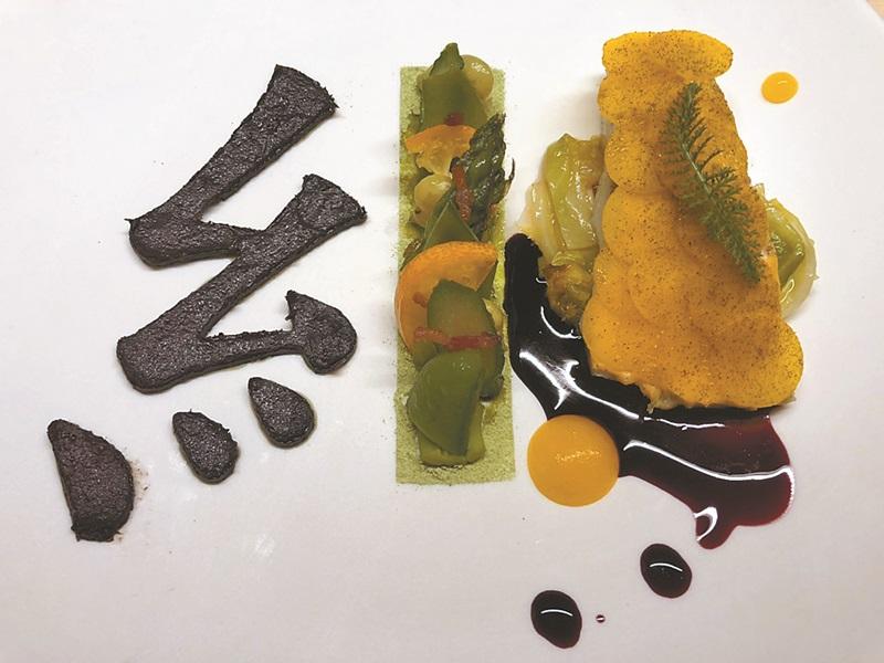浜田統之的創意法國料理,融合書法意境。(黃菁菁攝)