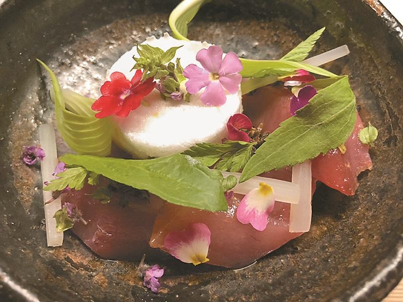 浜田統之的創意料理向大自然取經。(黃菁菁攝)