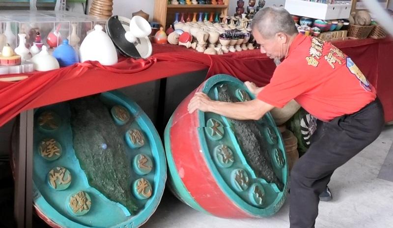 「阿海師」個夢想,就是希望有朝一日能成立「陀螺博物館」,將從小到大收藏的各式各樣陀螺展示給大家看,搭配動態教學,教想打陀螺的大小朋友們一起轉動「甘樂」的世界。不要等到失傳後才來後悔追憶。(鄭任南 攝)