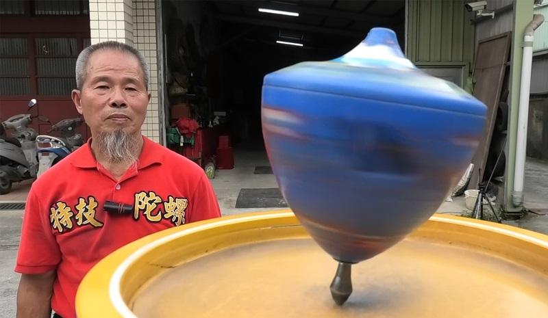 阿海師的陀螺技藝,湖北衛視和日本讀賣新聞等節目都曾專程來台訪問。 (鄭任南攝)
