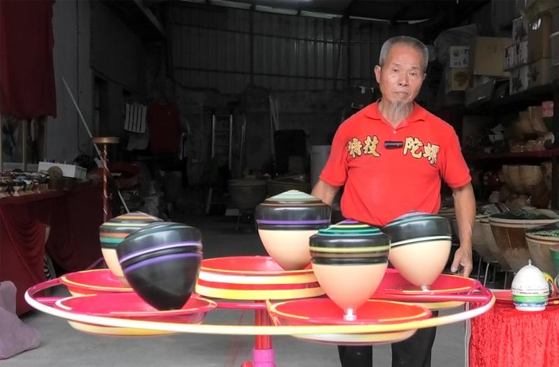 阿海師的陀螺技藝,這幾年在中國大陸非常受歡迎。 (鄭任南攝)