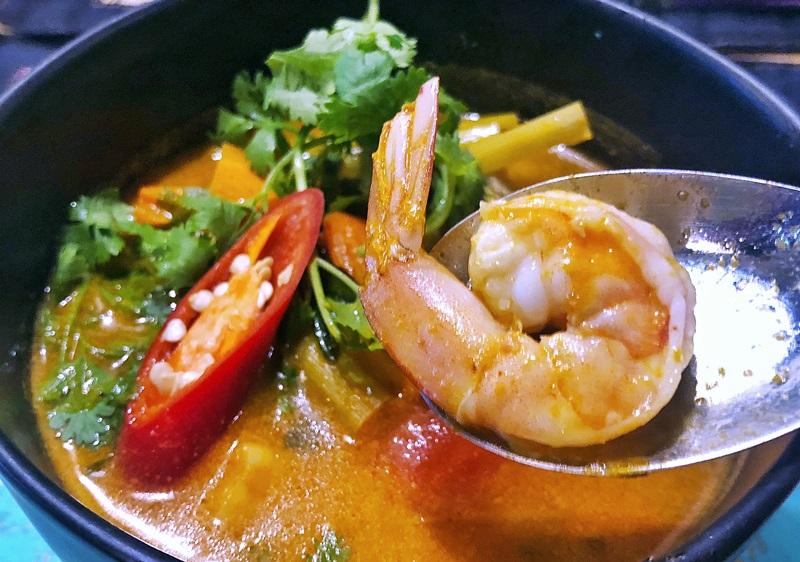 泰式酸辣蝦湯,酸辣夠味。(姚志平攝)