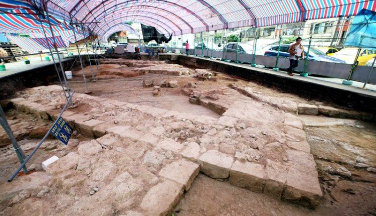 17世紀西班牙人在和平島所建的諸聖教堂(Todos los Santos)地基遺址重見天日,堪稱近年來最重要的考古成果。(范揚光攝)