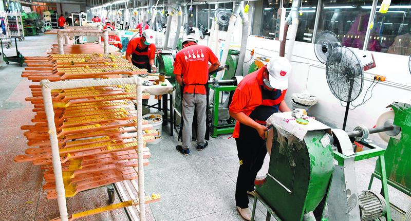 ▲福建漳州為許多台商台企投資的熱土。圖為6月29日,一家台資企業的生產線。(中新社)